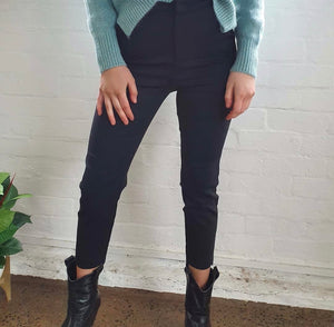 CAPRI- CROPPED LENGTH BLACK PANT