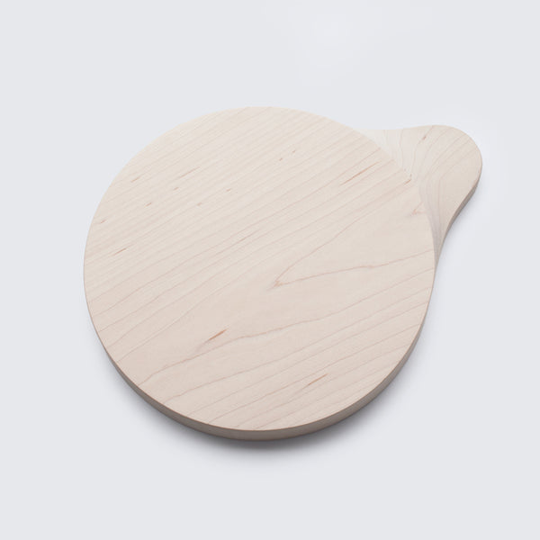 Little sculptural cutting board from solid wood by 24d-studio