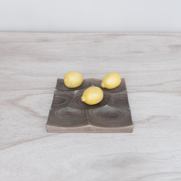 Small Storm tray was inspired by the undulating ocean surface and is perfect for fruits and vegetable storage and display.