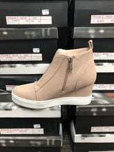 3024 gray or blush wedge