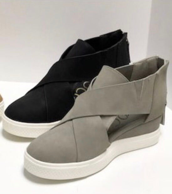 3008 Melody Sneakers