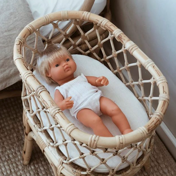 Tiny Harlow: Rattan Doll's Bassinet