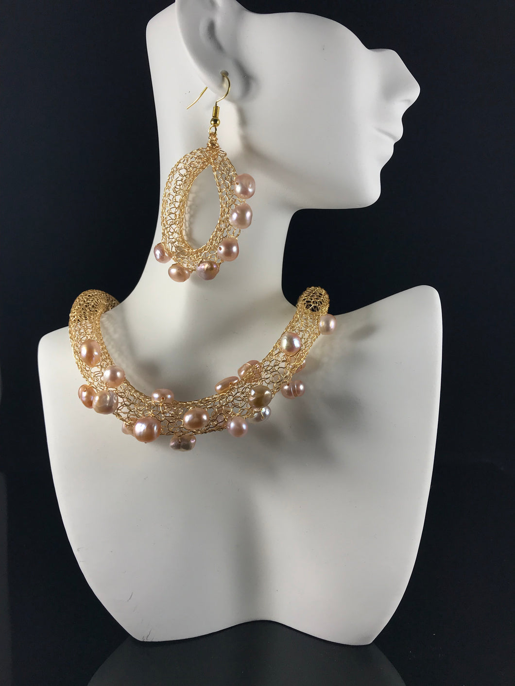 Necklace with matching earrings gold colored wire with cultured blush potato pearls