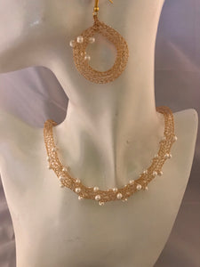 Gold necklace with earrings, potato pearl crocheted wire