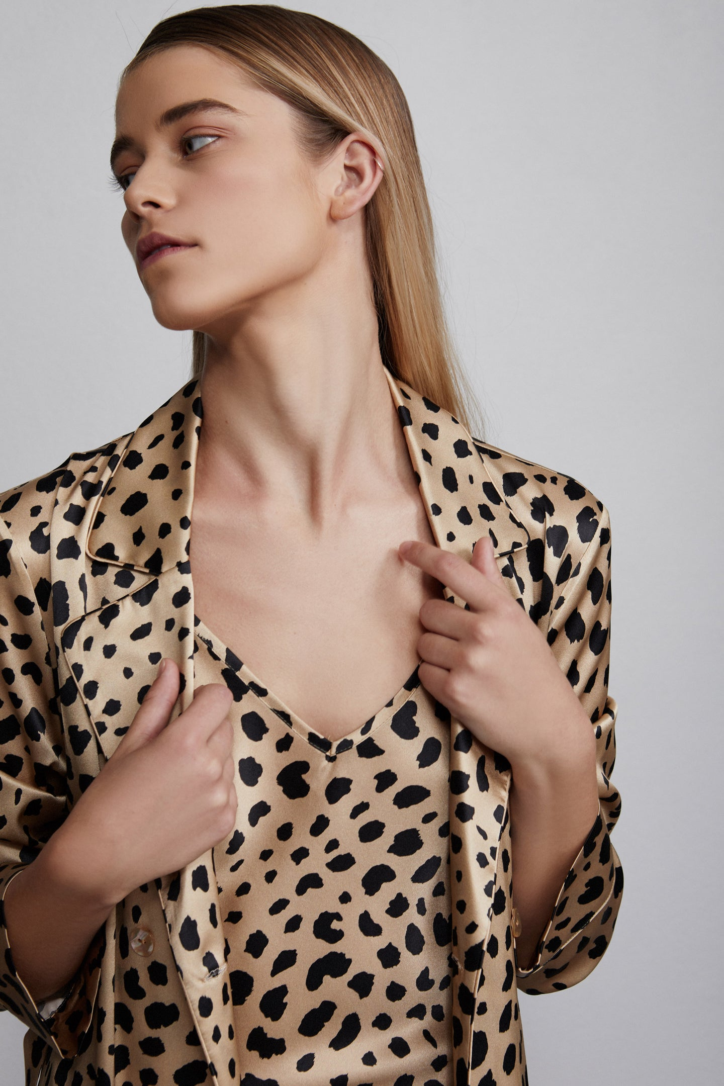 Double breasted silk robe dressing gown, leopard print, detail view