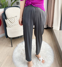Load image into Gallery viewer, Tiana Solid Pleated Pants