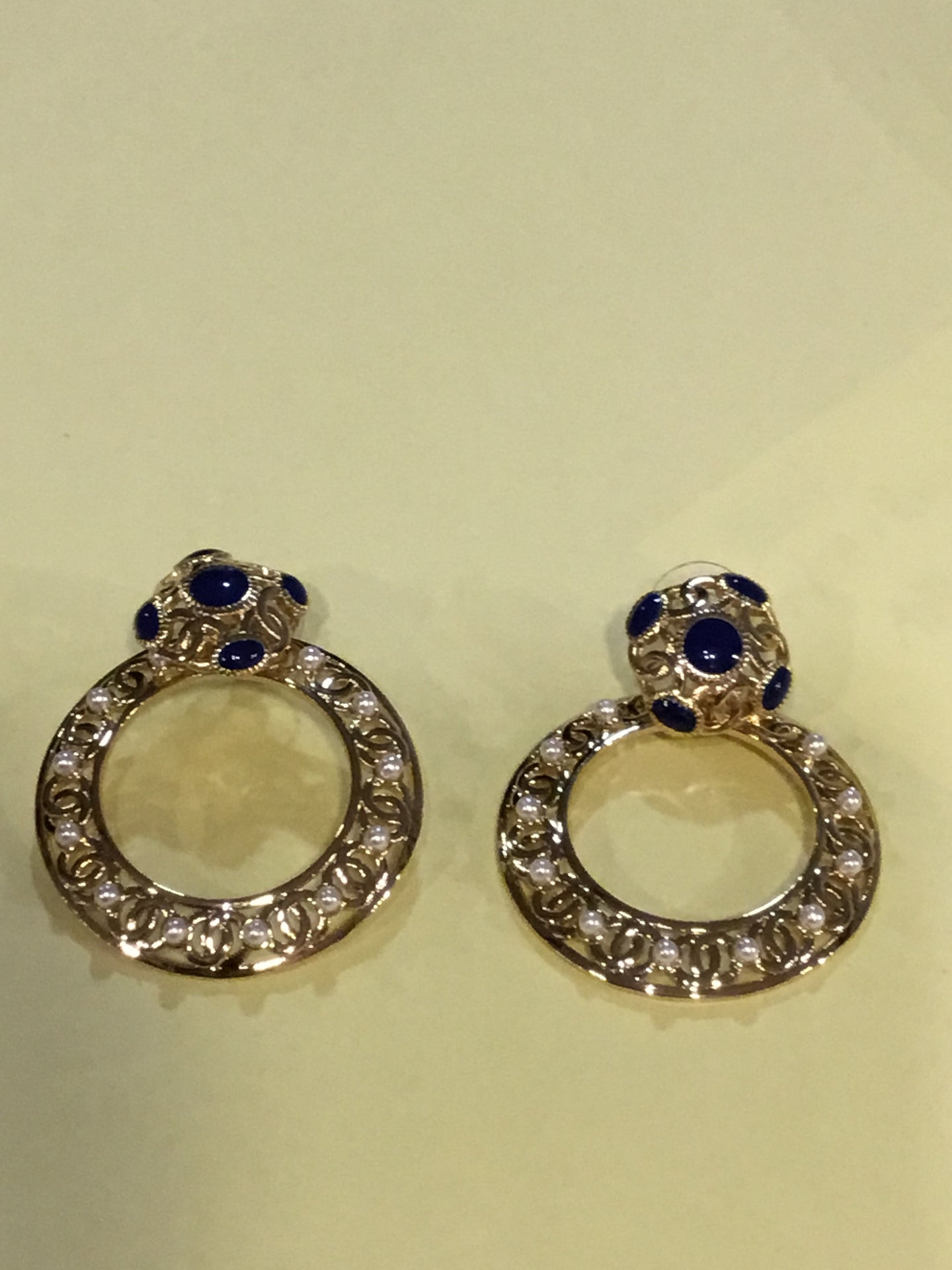 Chanel Round earrings