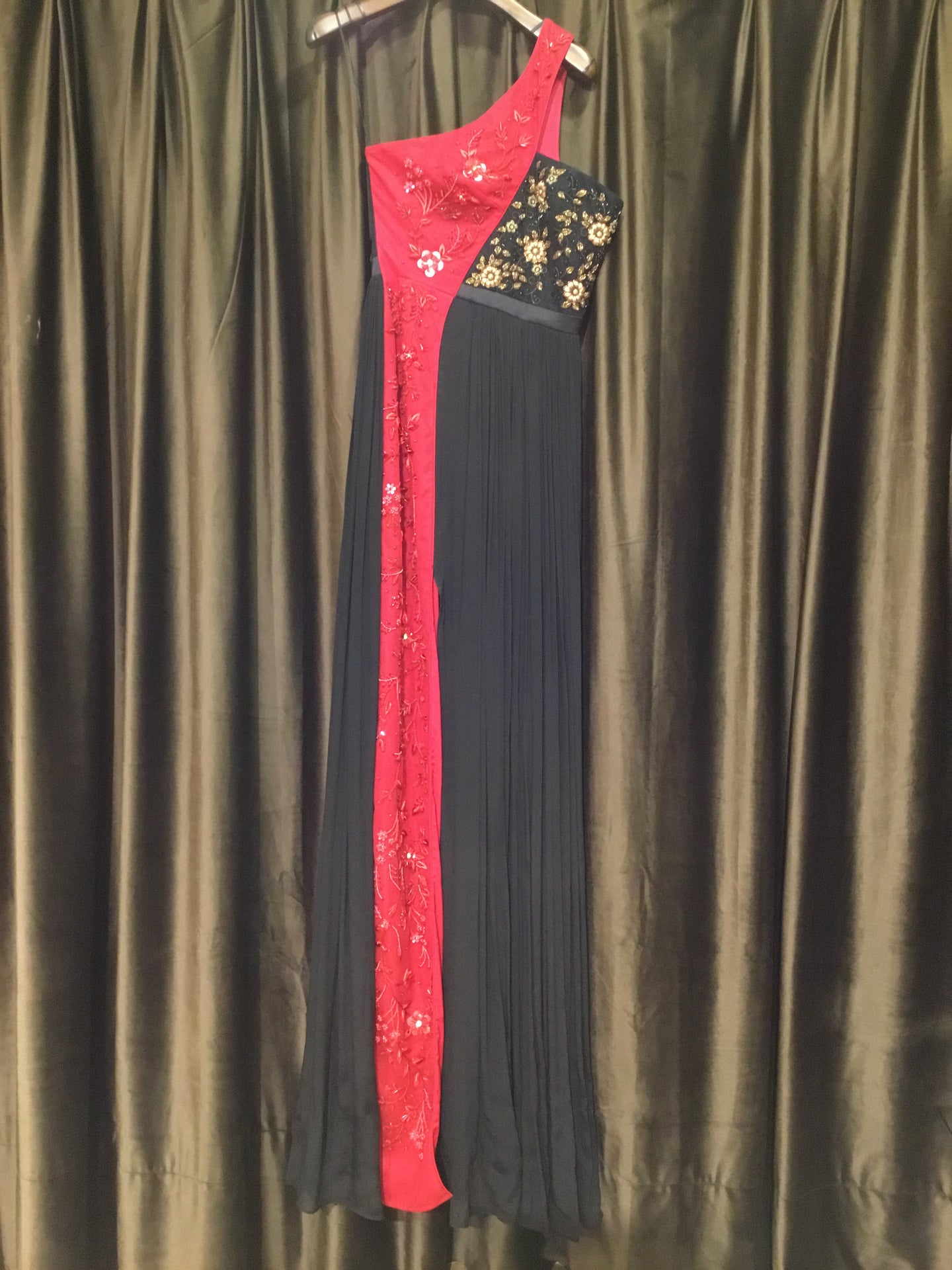 Black Red Toga Gown