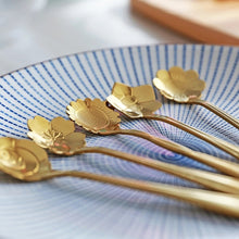 Load image into Gallery viewer, Flower Tea Spoons - Gold - ملاعق ورد ذهبية