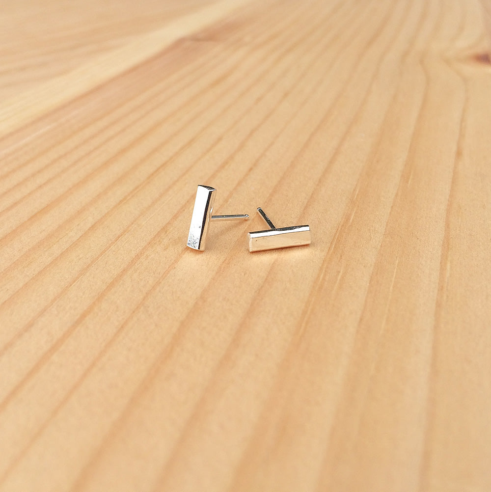 simple hammered bar studs