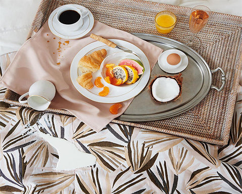 stain-free tablecloths and napkins