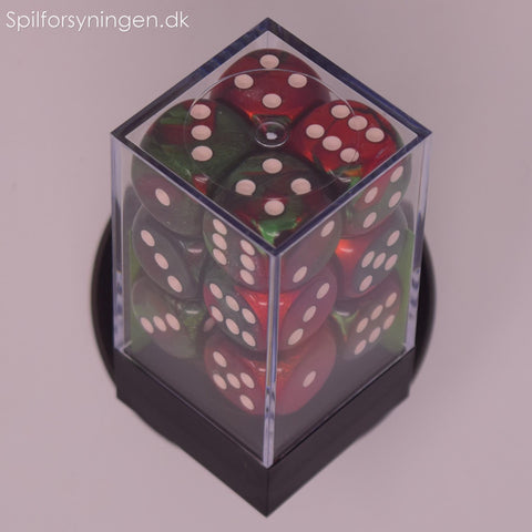 Gemini™ – 16mm d6 Green-Red w/white Dice Block