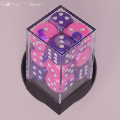 Gemini™ – 16mm d6 Pink-Purple w/white Dice Block