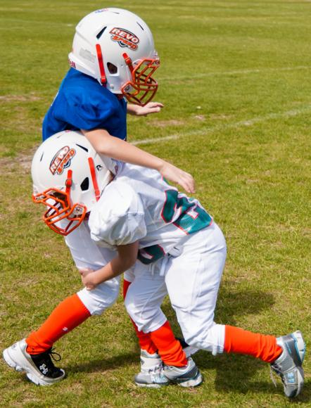 Figure 9.4 Front-on tackling technique.