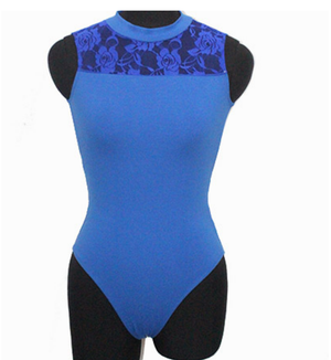 davanti al body tank in pizzo blu