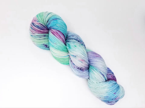 Fairywinkle - Hand dyed yarn - SW Merino Fingering Weight 438 yards - knitting crocheting weaving- white pastel aqua purple spatter indie dyed