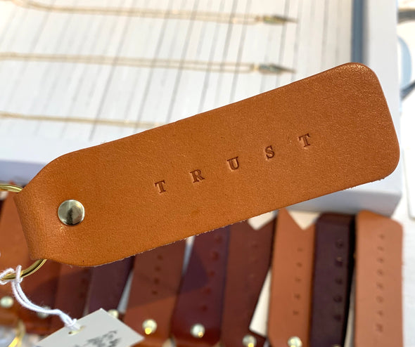 TRUST FLAT LEATHER KEYCHAIN