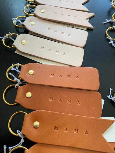 MAMA FLAT LEATHER KEYCHAIN