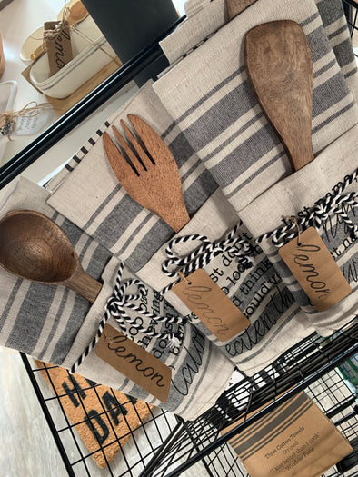 KITCHEN TOWEL AND UTENSIL SET