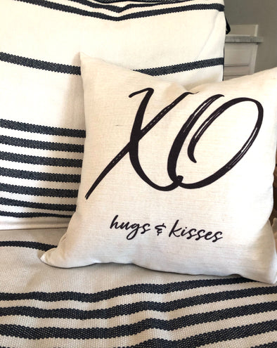 XO HUGS & KISSES PILLOW