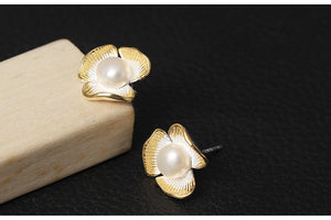 Silver Bonbon Designer Sterling Silver Clover Stud Earrings with Pearls