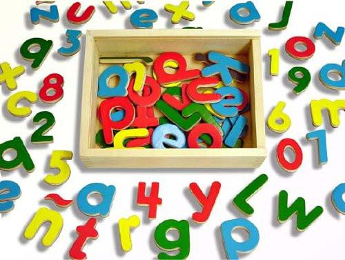 Andreu Toys 20.6 x 19 x 4.5 cm Magnetic Letters and Numbers (75-Piece, Multi-Colour)