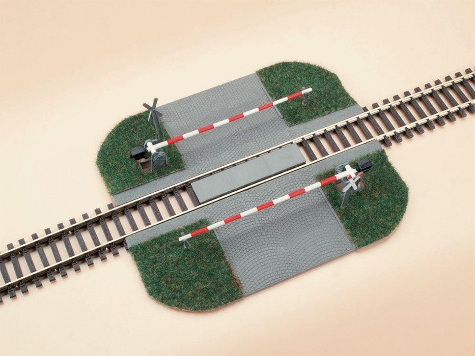 Auhagen 41582 Level Crossing with Barrier Modelling Kit