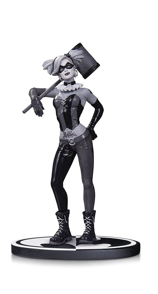 Batman FEB160284 Black & White Harley Quinn Statue by Lee Bermejo