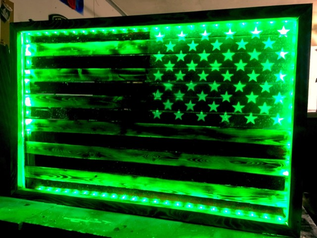 "32"" Reverse Facing - American Flag - Lights & Remote Control"