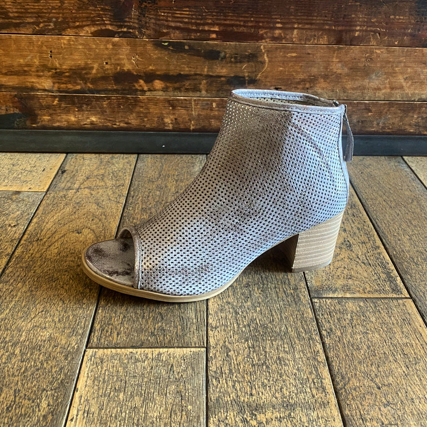 Vegan ankle boot in silver faux leather by Savannah Collection - Black Truffle