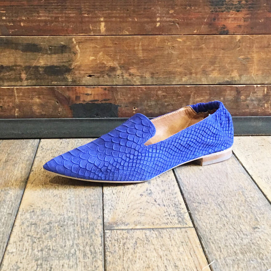 Women's cobalt blue suede pointed flats - Black Truffle