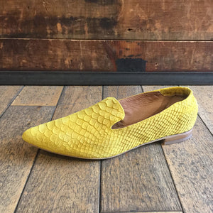Women's embossed yellow suede pointed flats by Relance - Black Truffle