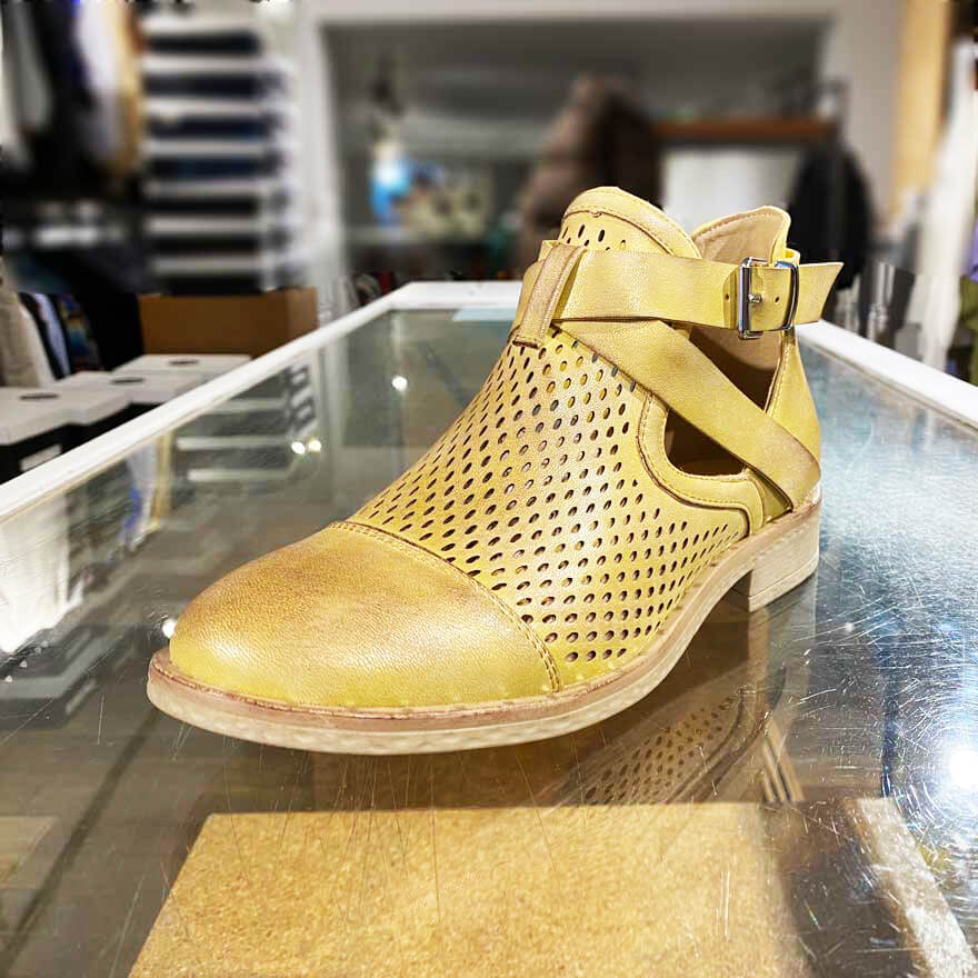 Vegan shoe boot in yellow - Black Truffle