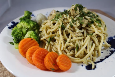 Pesto Spaghetti with Chicken / Espaguetis con Pollo al Pesto