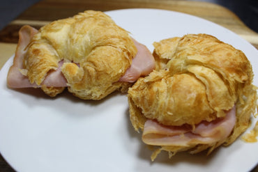 Ham and Cheese Croissant / Croissant con Jamón y Queso