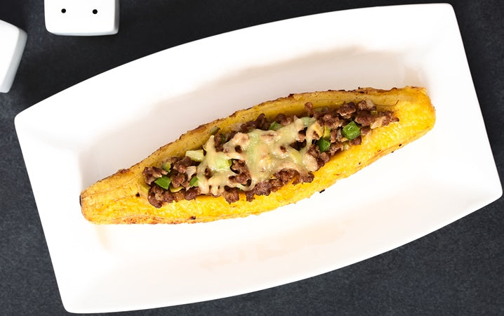 Ripe Plantains Stuffed with Meat & Vegetables / Canoa de Amarillo con Carne & Vegetales