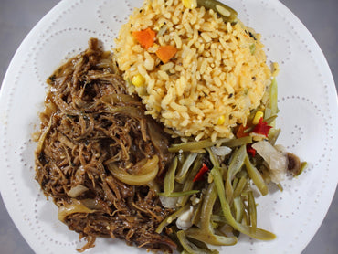 Arroz Primavera con Carnitas de Pavo Encebollada / Spring Rice with Turkey Carnitas and Caramelized Onions