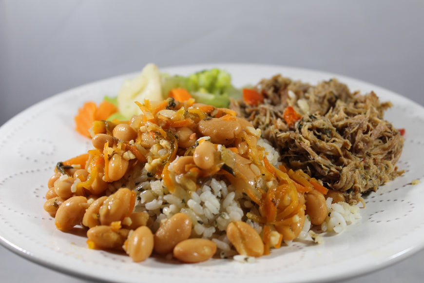 104 - Arroz Blanco y Habichuelas con Carnitas de Cerdo / White Rice, Beans and Pork Carnitas