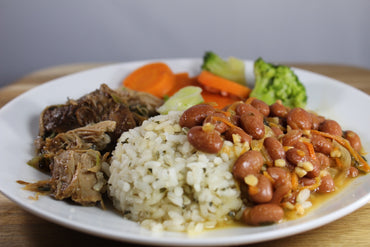 Arroz Blanco y Habichuelas con Carnitas de Pavo / White Rice and Beans with Turkey Carnitas