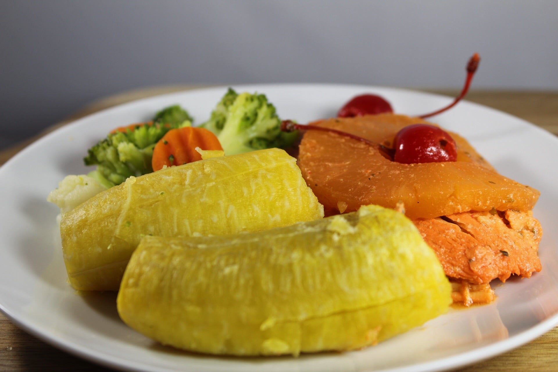 Plátano Maduro con Pechuga con Piña / Sweet Plantain with Chicken Breast with Pineapple