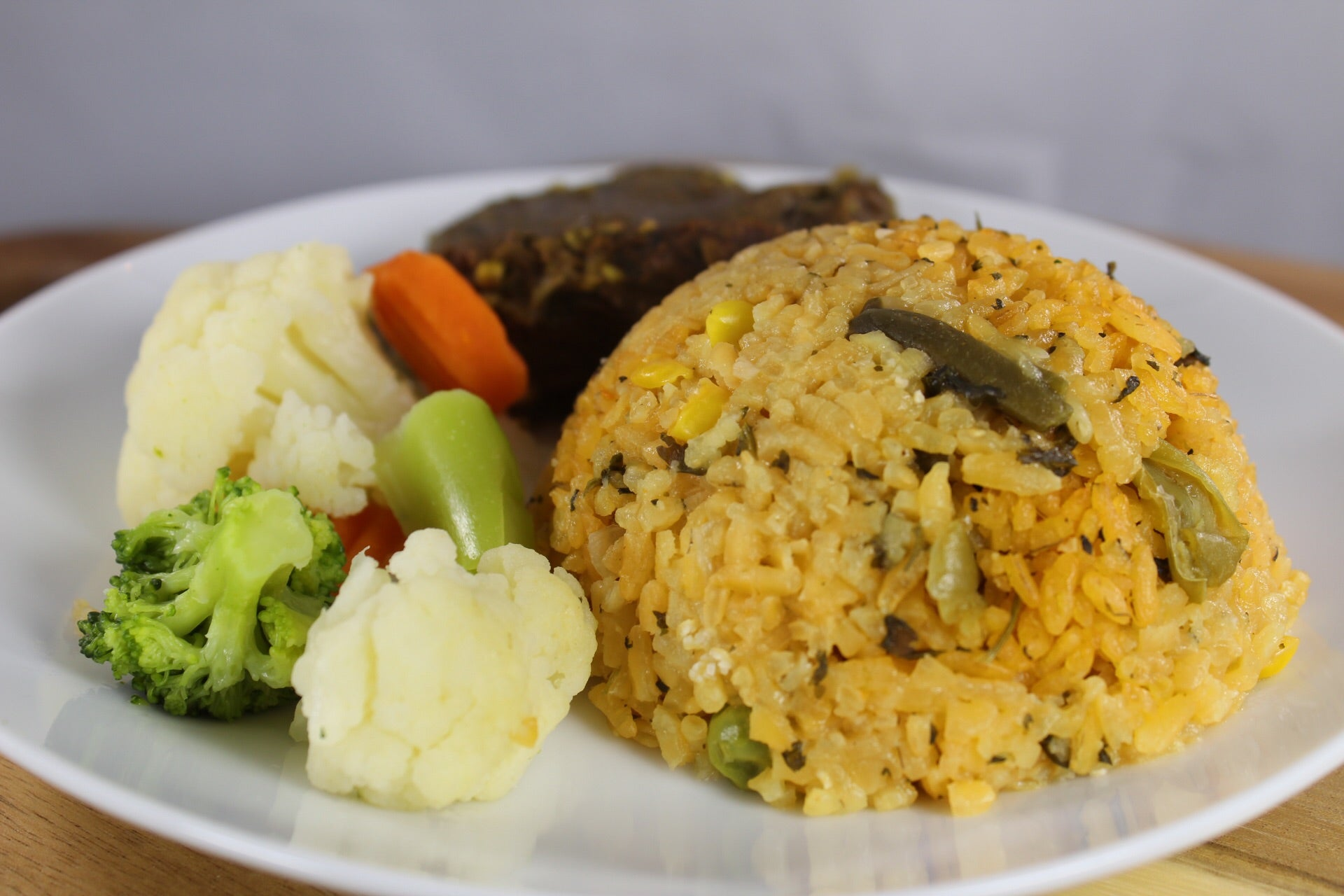 Arroz con Vegetales y Tenderloins en Salsa de Tamarindo / Rice with Vegetables and Tenderloins in Tamarind Sauce
