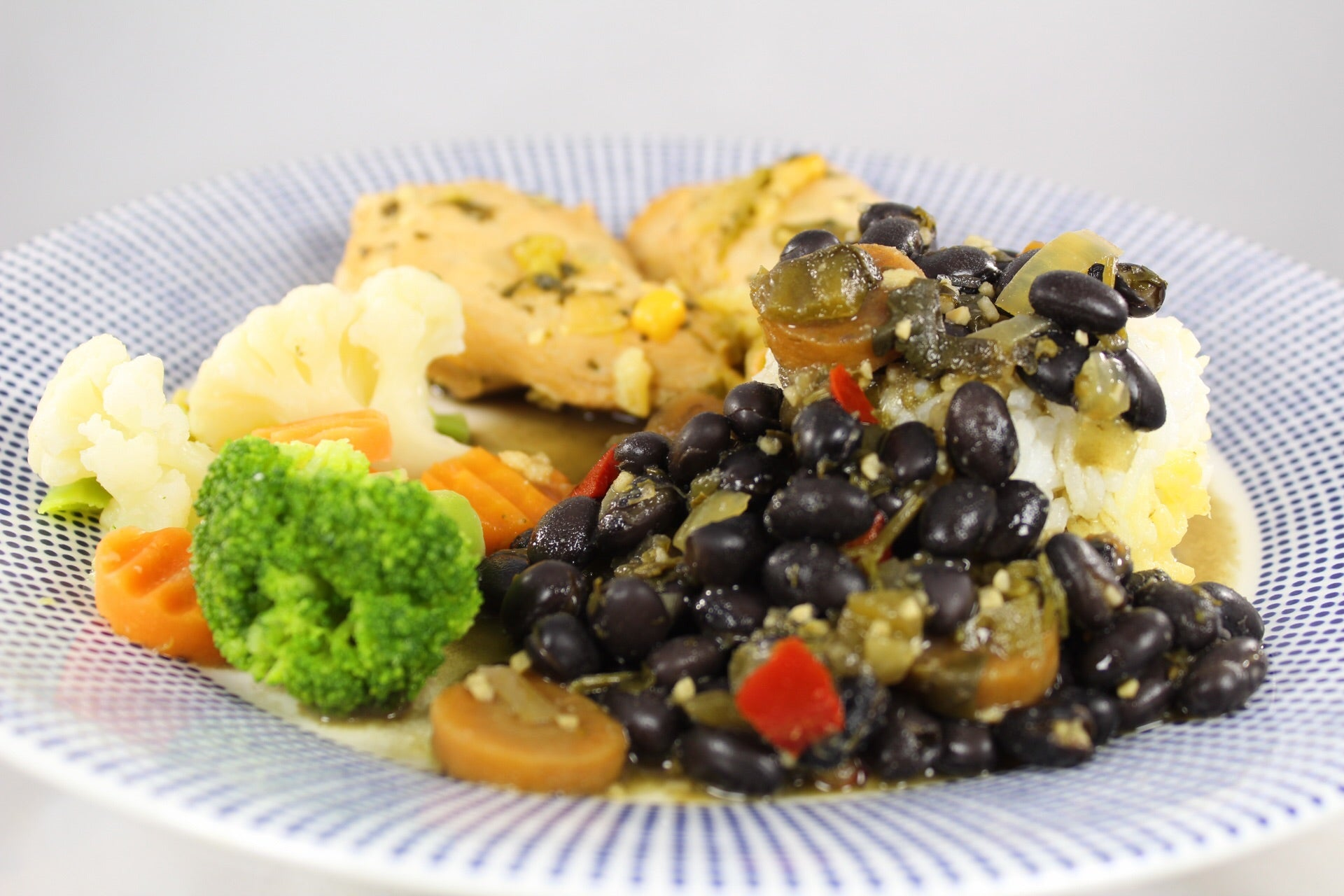 761 - Arroz Jazmín con Habichuelas Negras y Pechuga a la Jardinera / Jazmin Rice with Black Beans and Garden Chicken