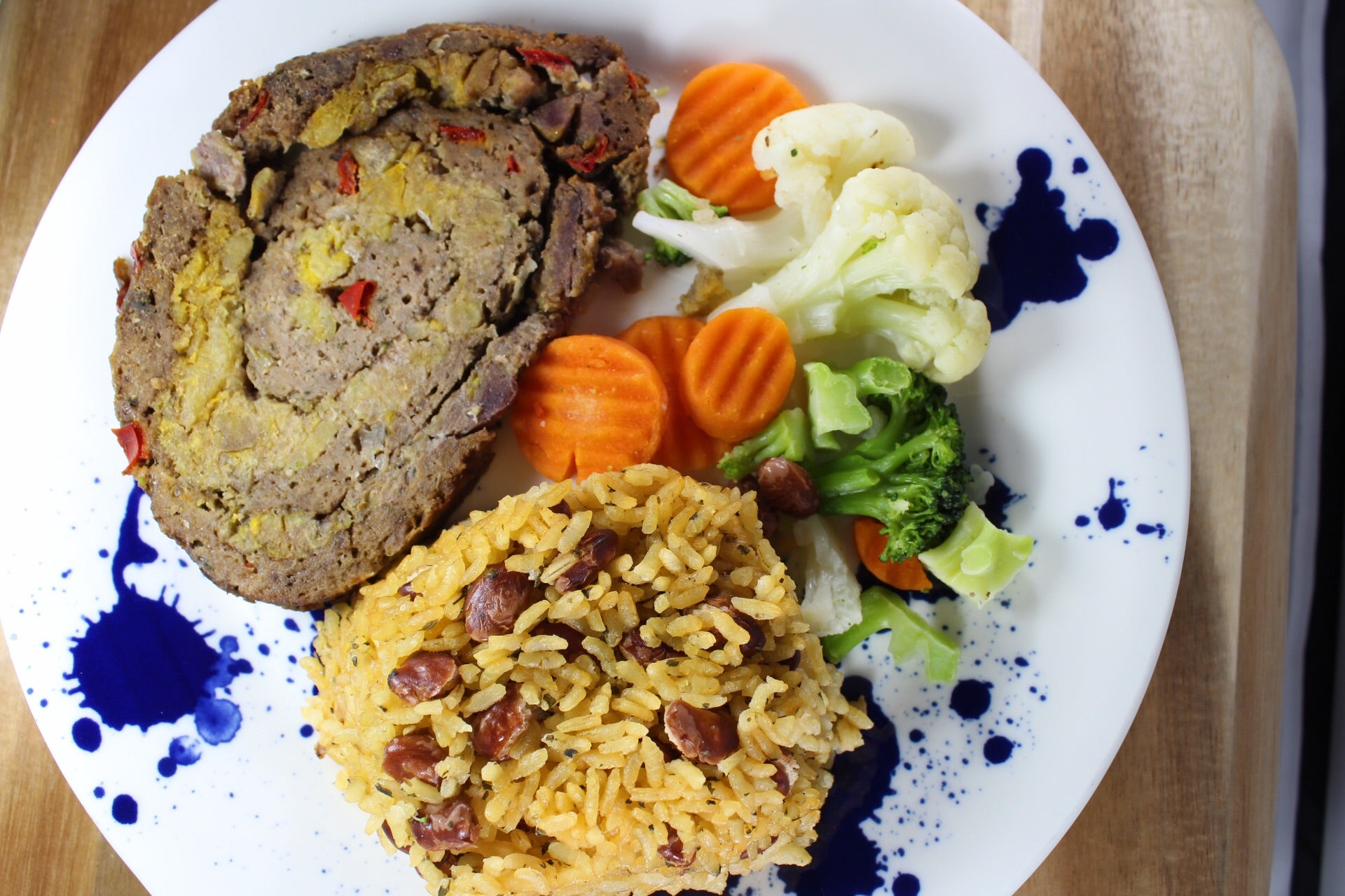 Arroz con Habichuelas y Meatloaf Relleno de Amarillo / Rice and Beans with Sweet Plantain Stuffed Meatloaf