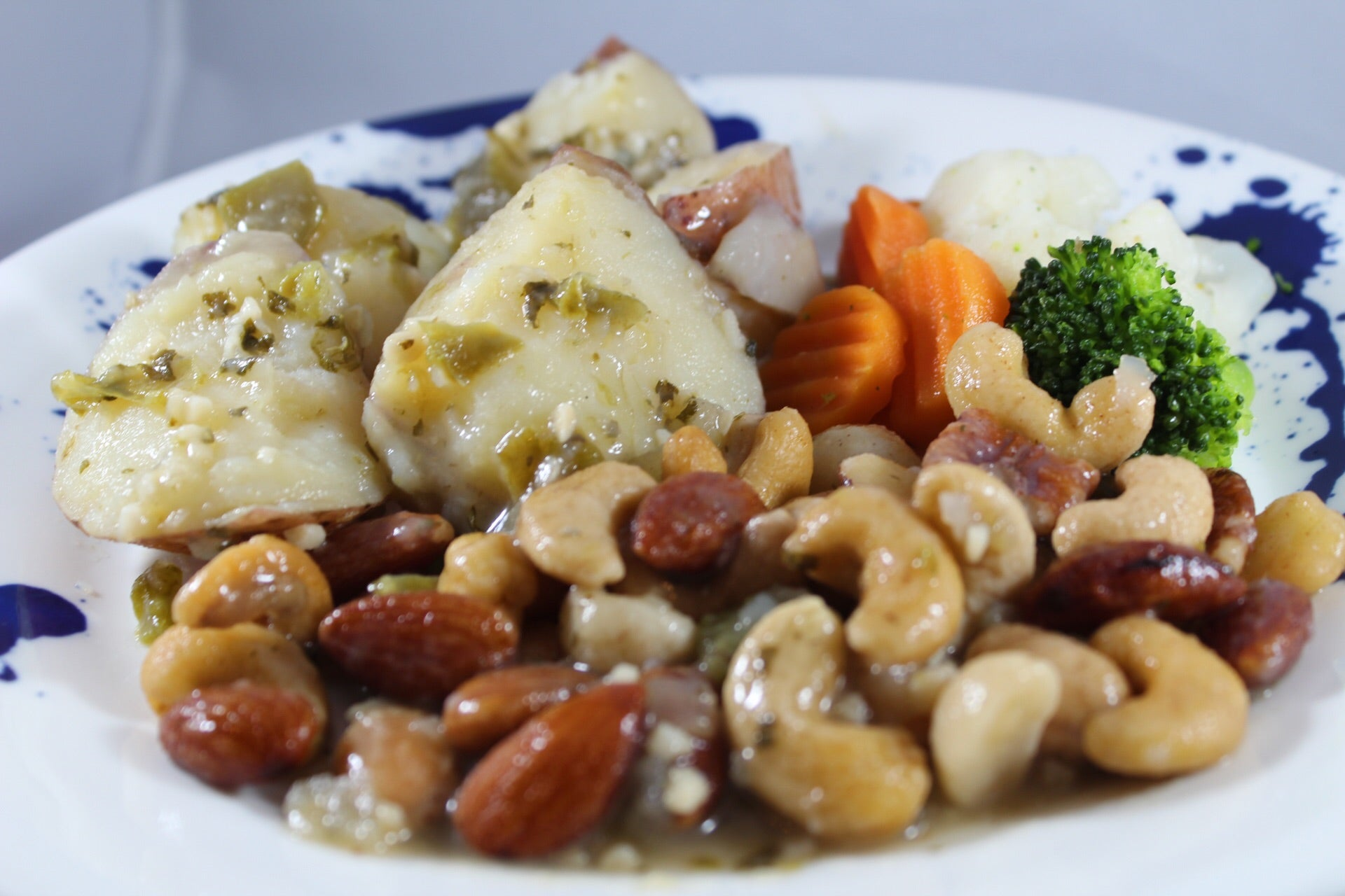 Papas con Nueces Mixtas y Vegetales / Potatoes with Mixed Nuts and Vegetables