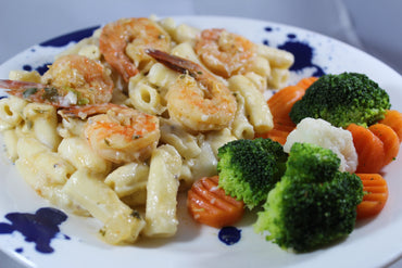 Rigatoni in White Sauce and Shrimp in Garlic Sauce / Rigatonni en Salsa Blanca y Camarones al Ajillo