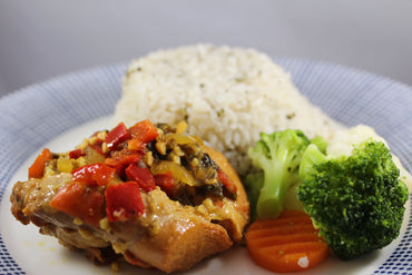 Arroz Blanco y Caderas Guisadas / White Rice and Stewed Chicken