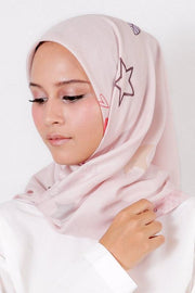 Le Hijab Rose Red, Carré 115, Roujak Paris, Roujak