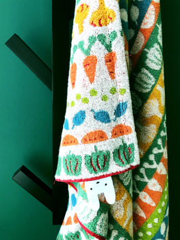ADORABLE VEGETARIAN BATH TOWEL