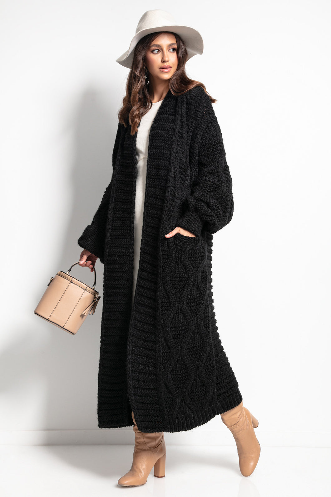 F1077 Chunky Knit Belted Maxi Cardigan In Black