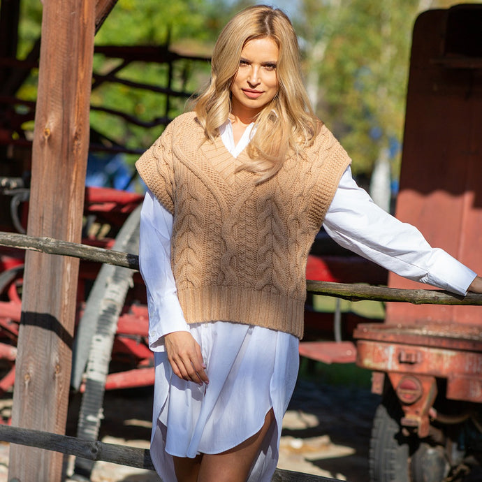F1118 V-Neck Cable-Aran Knit Wool Vest In Carmel